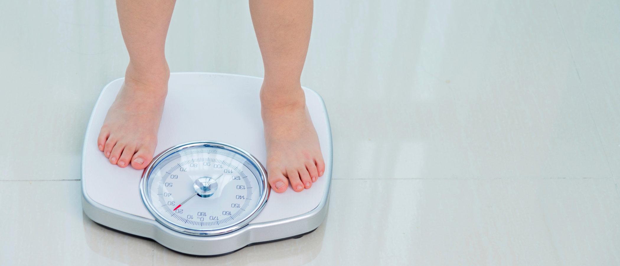 Cómo ayudar a adelgazar a un niño con sobrepeso