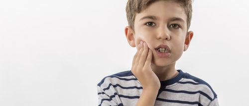 Cómo aliviar los dolores de muelas por caries en niños