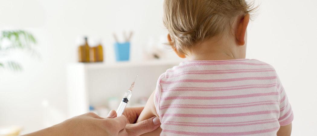 ¿Cómo vacunar a mi bebé contra la meningitis?