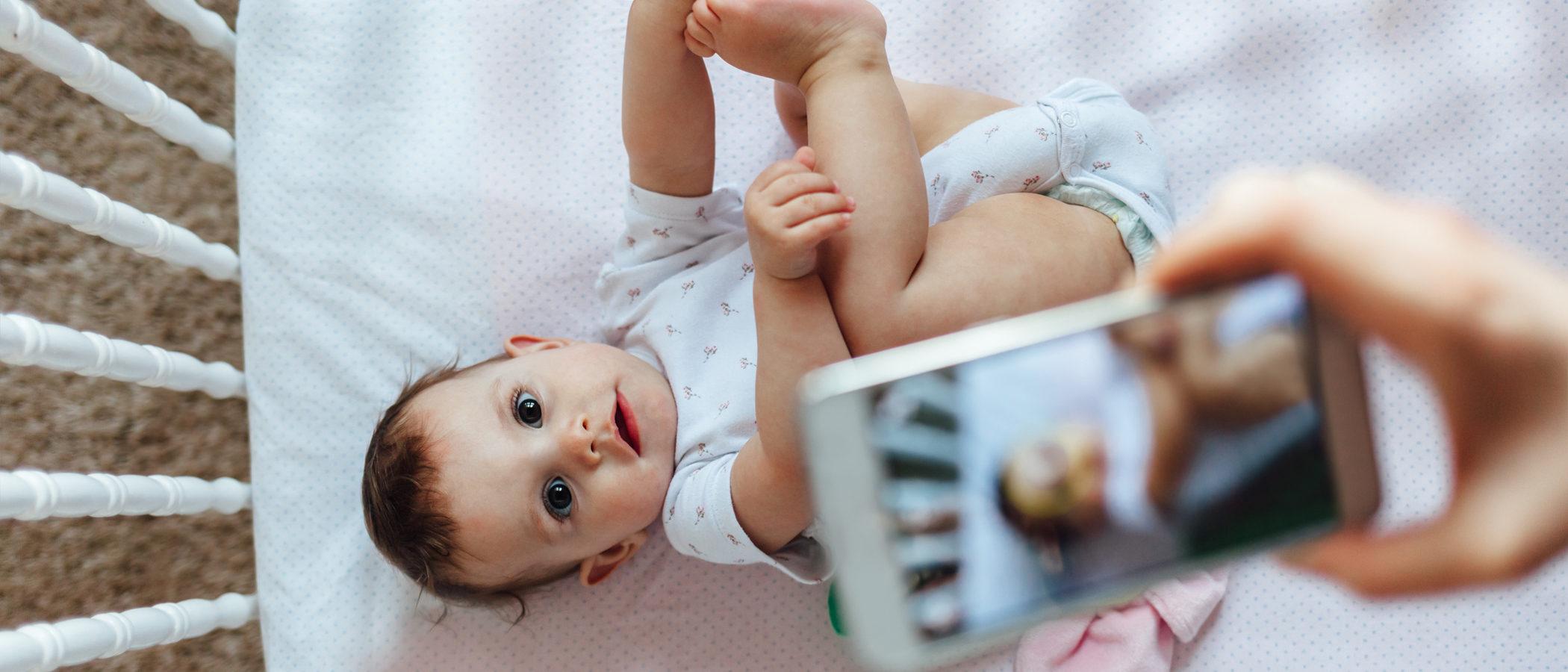 ¿Es malo hacer fotos a los bebés con flash?