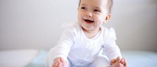 ¿Cuándo aprenden los bebés a sentarse?
