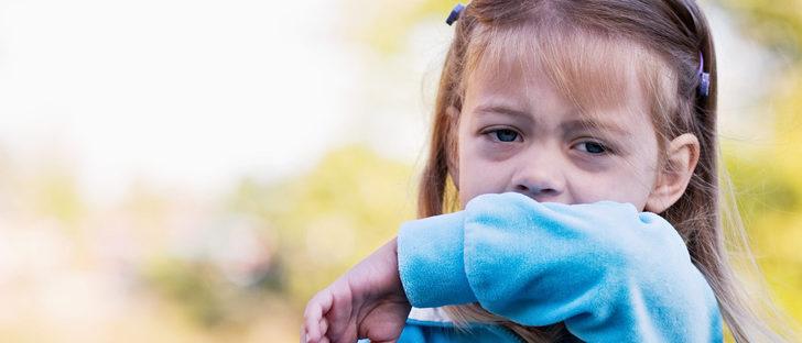 Cómo actuar en caso de atragantamiento en un niño