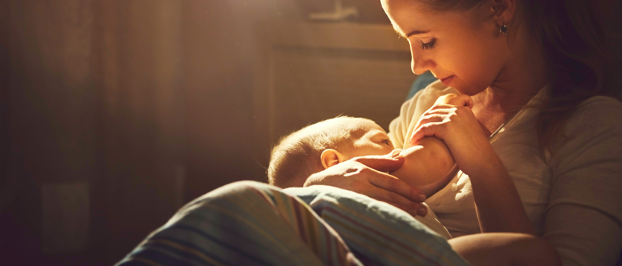 ¿Cuántas tomas de pecho debe hacer diariamente el bebé?