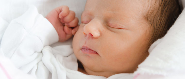 Cu ntas horas debe dormir un beb reci n nacido bekia for Recien nacido dibujo