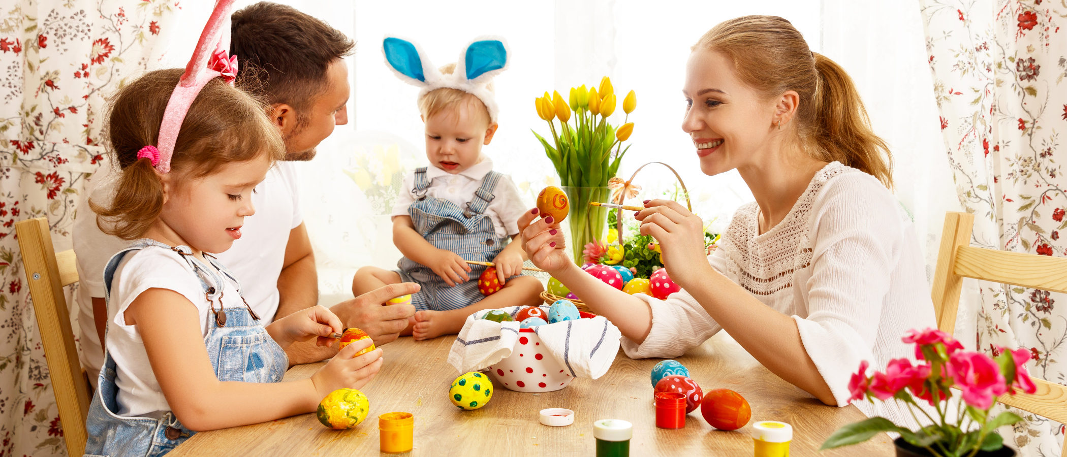 Cómo pintar huevos de Pascua con los niños