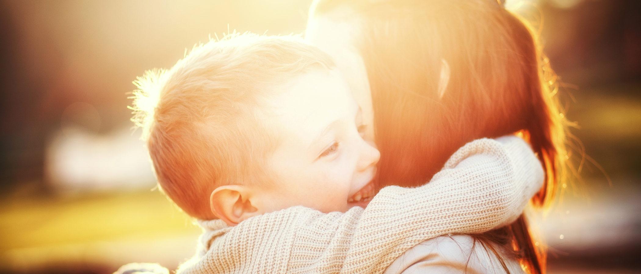 Mi hijo es poco cariñoso, ¿por qué?