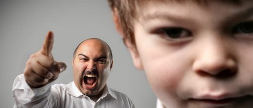 Gritar es tan dañino como pegar