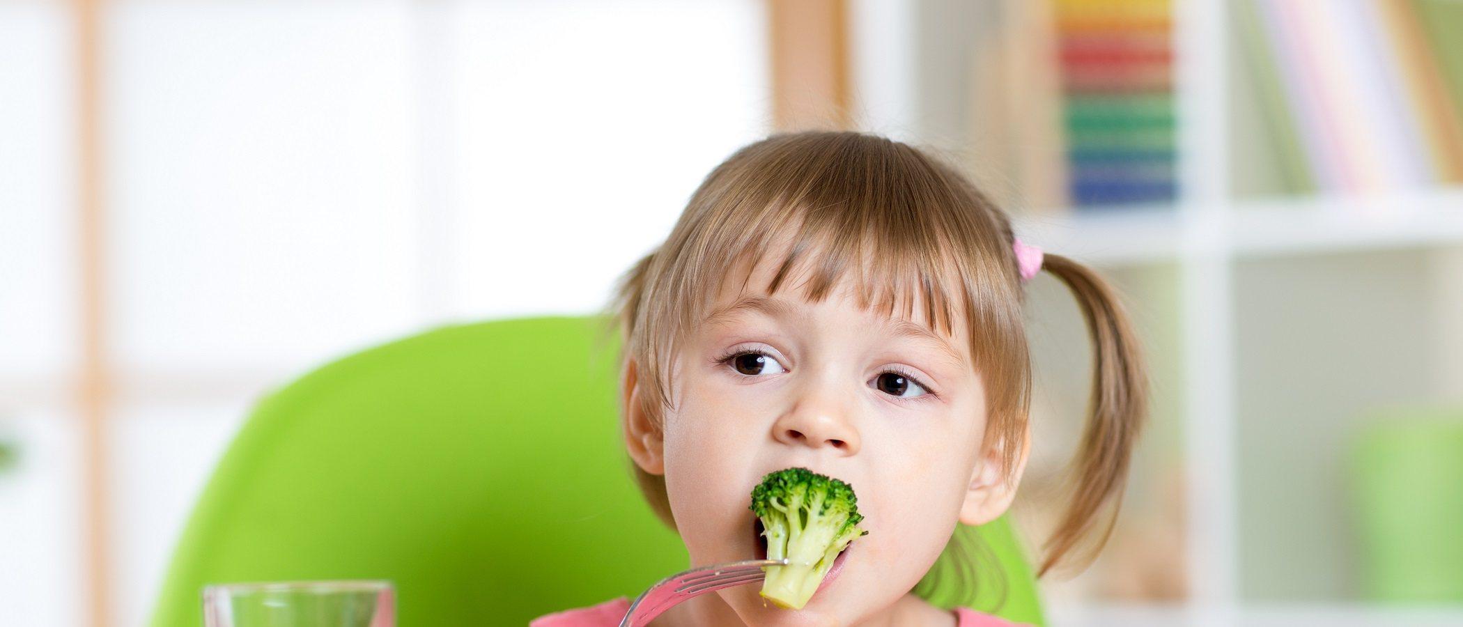 Cómo ayudar a los niños a tener hábitos alimenticios saludables