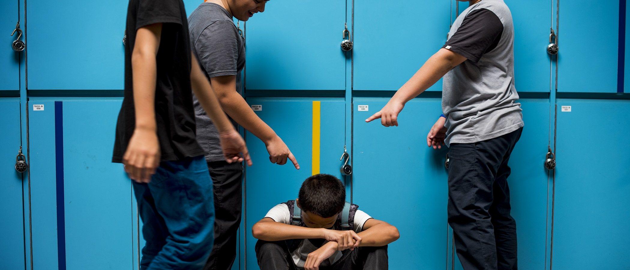 Por qué un niño se convierte en acosador escolar