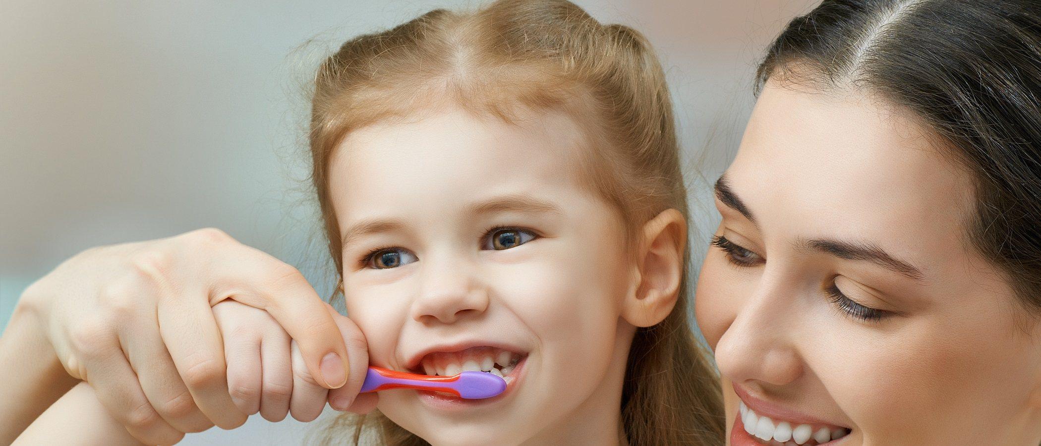 La importancia del flúor en la higiene bucal de los niños
