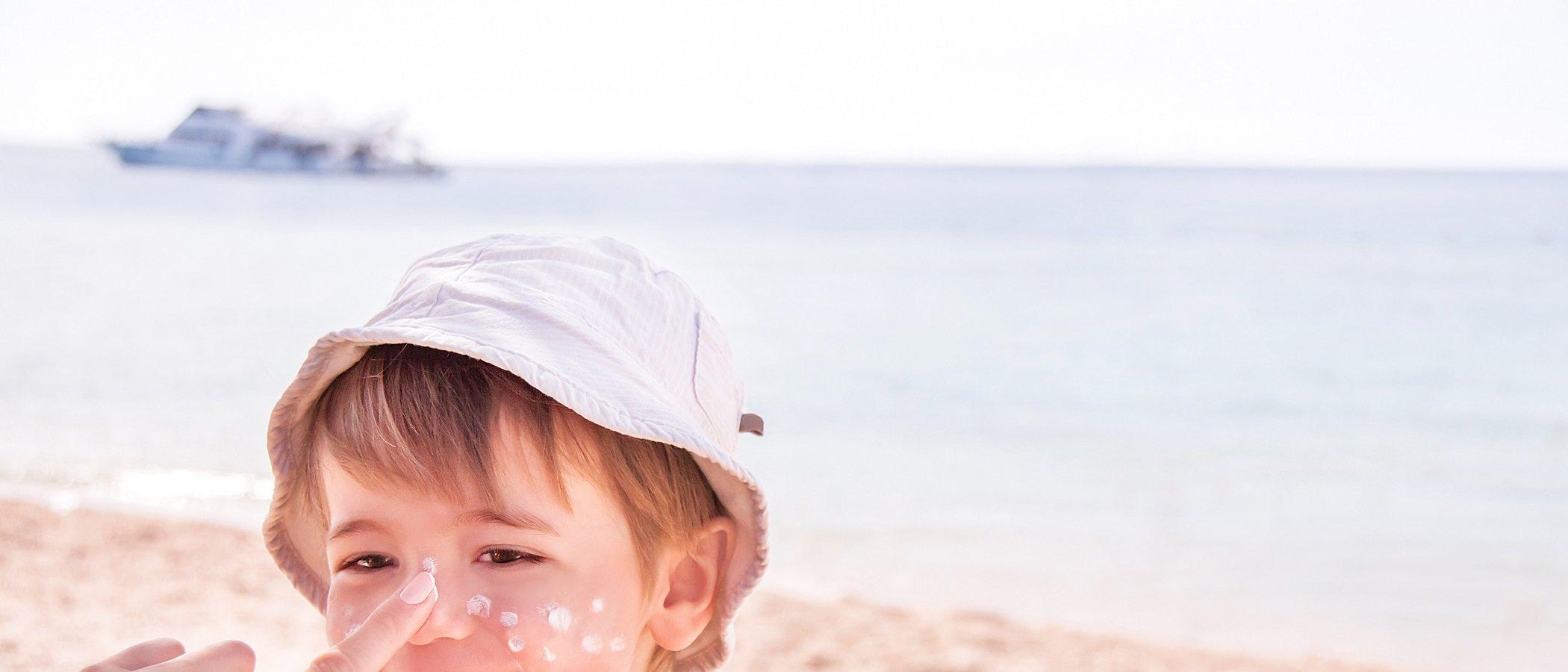 Protege a tus hijos del sol y de las quemaduras