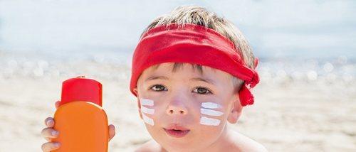 La importancia de las cremas solares en los niños