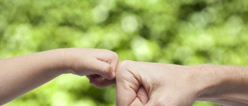 Cómo conseguir que tu hijo pequeño sienta seguridad emocional