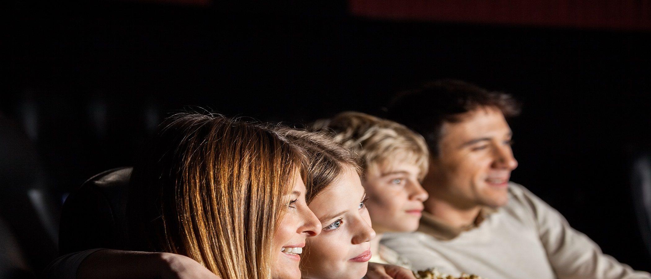 Ventajas de ver una película con los hijos