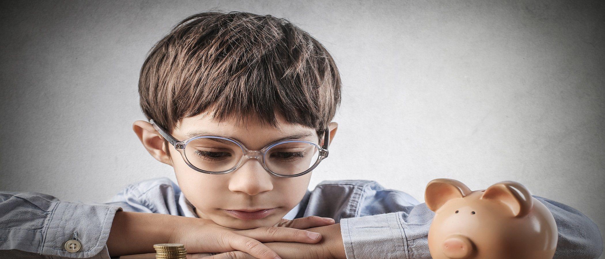 Enseña a tus hijos autodisciplina con el gasto del dinero