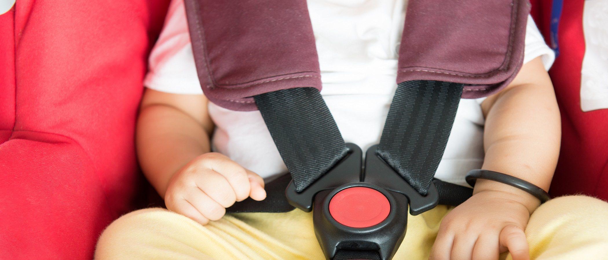 Por qué es importante llevar a los niños a contramarcha en el coche