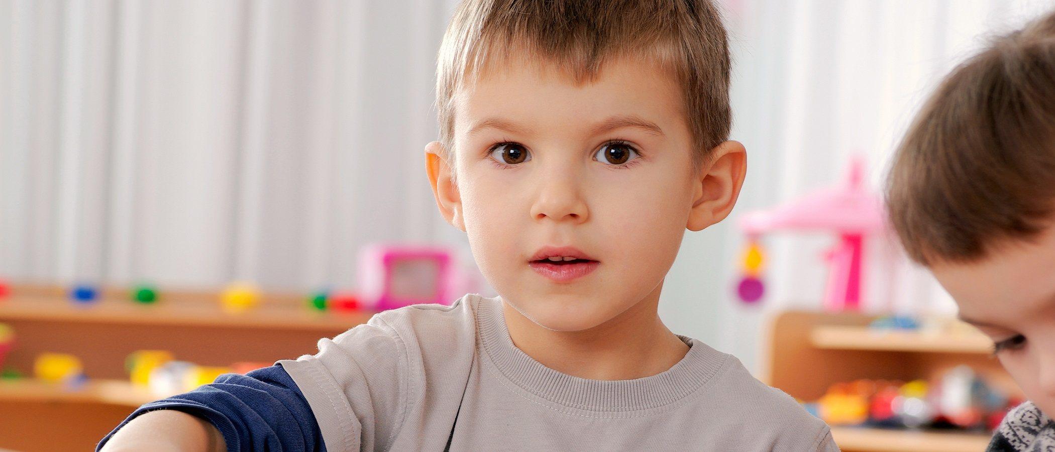 Hitos de comunicación en el desarrollo infantil de 0 a 5 años