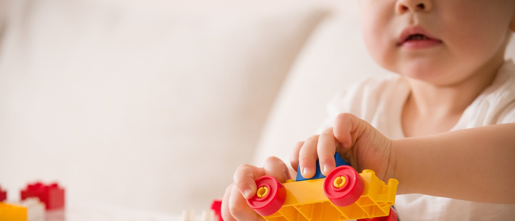 ¿Es posible que tu hijo único juegue solo?