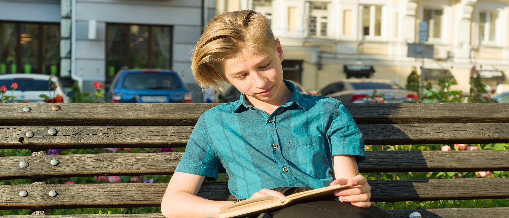 Tu hijo adulto se siente solo, ¿los padres deben ayudarle?