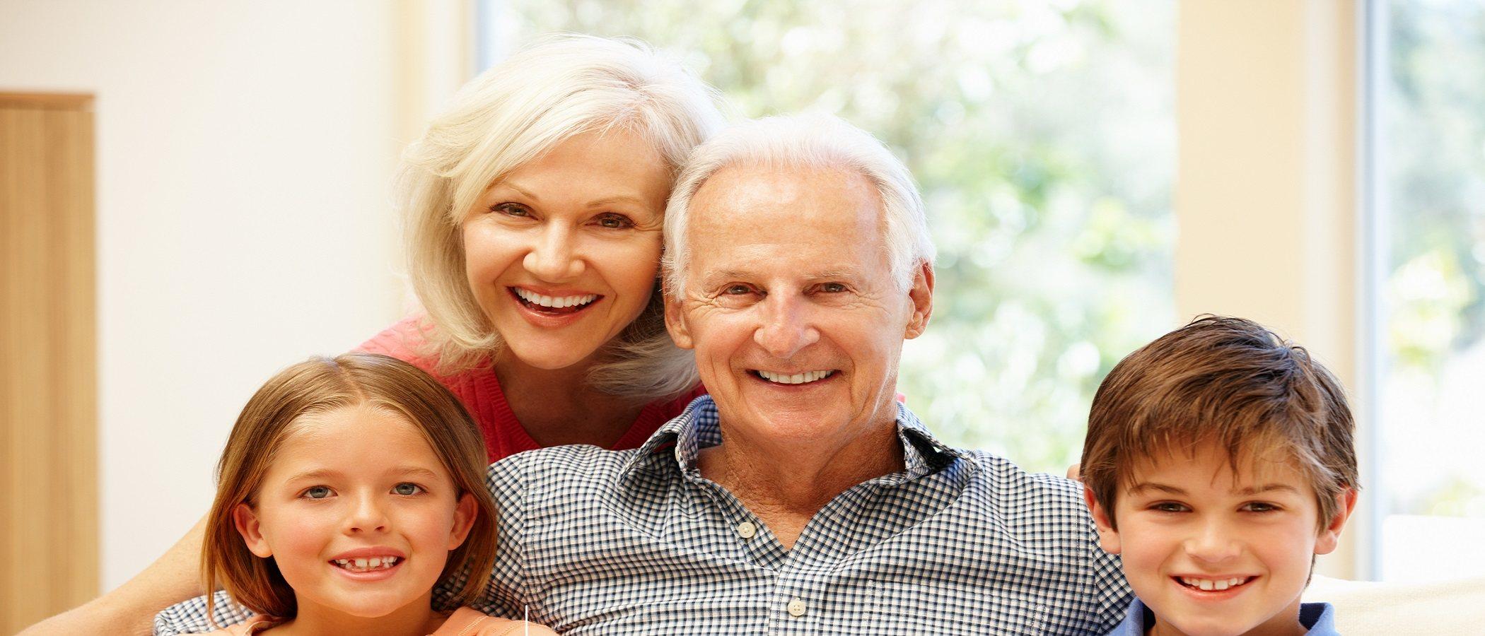 Los abuelos son grandes maestros de sus nietos