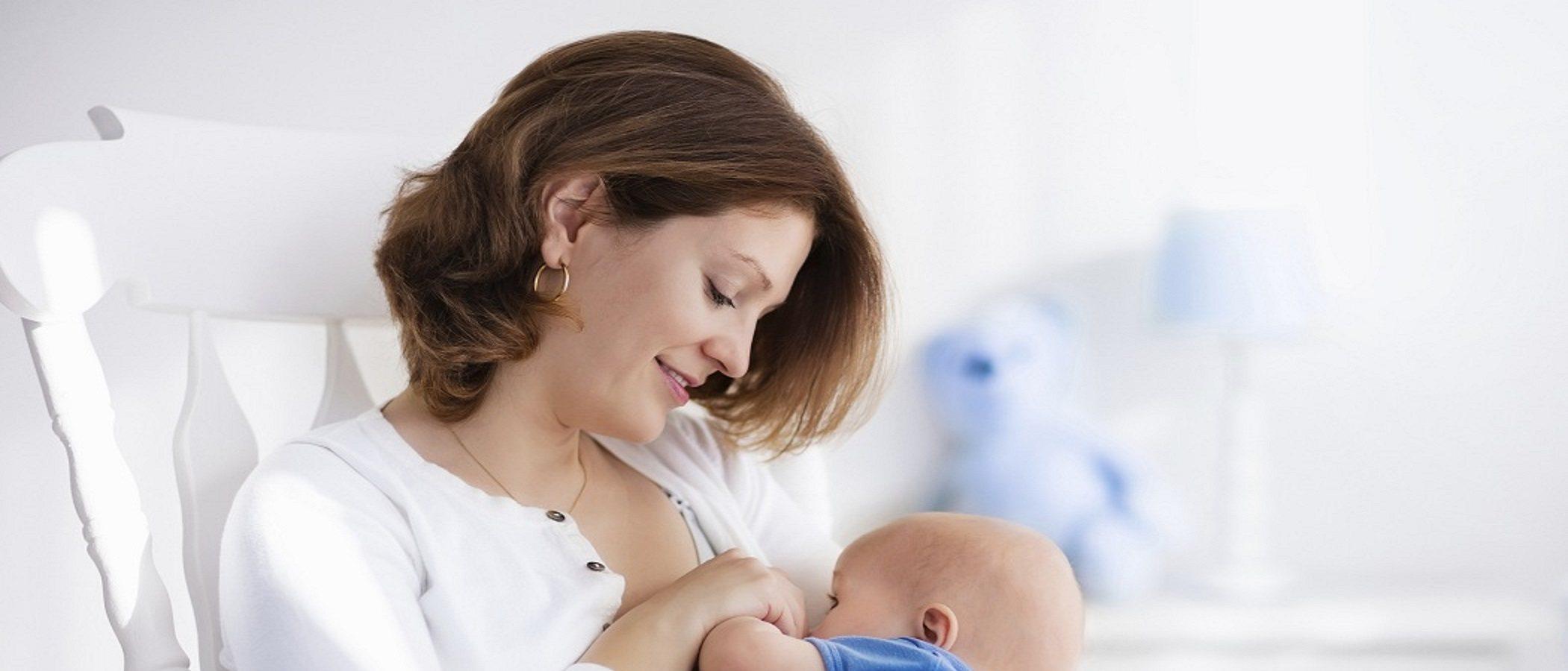 ¿Deben beber agua los recién nacidos?