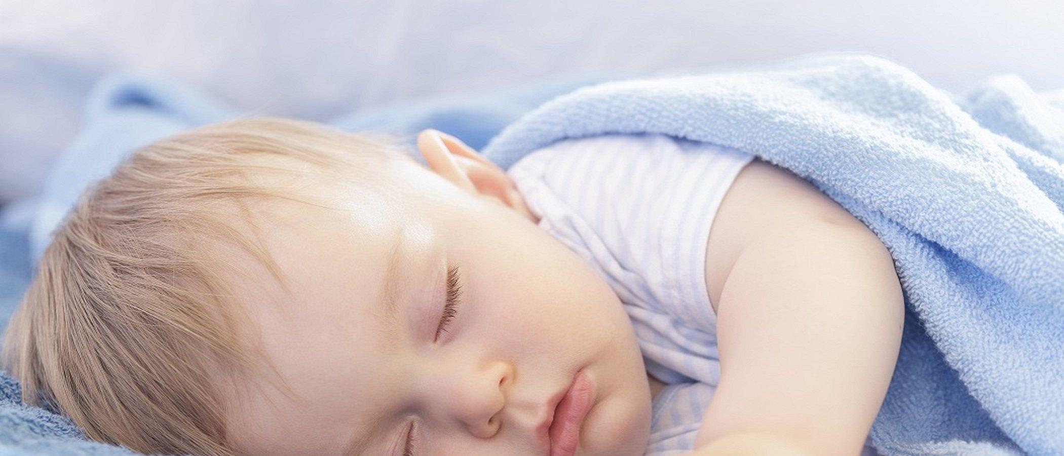 Si tu hijo sale de la cuna solo, ¿ya deberías pasarle a la cama?