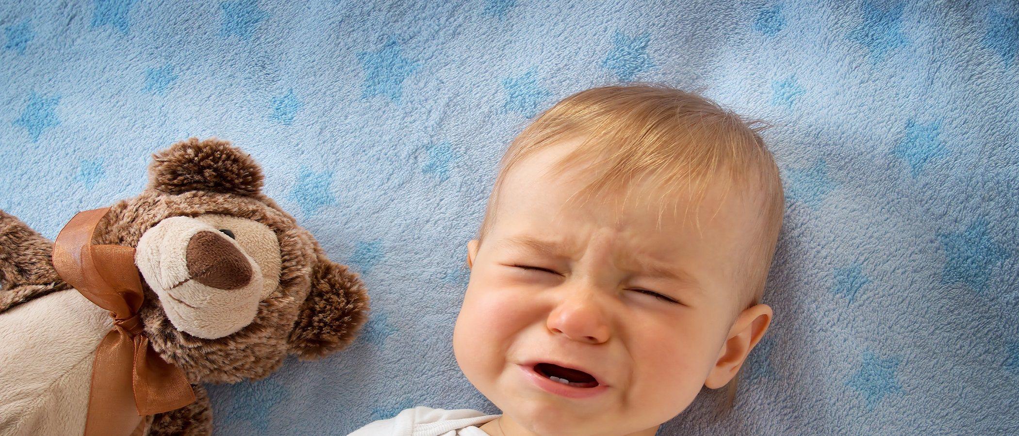 El llanto del bebé al despertar, ¿por qué sucede?