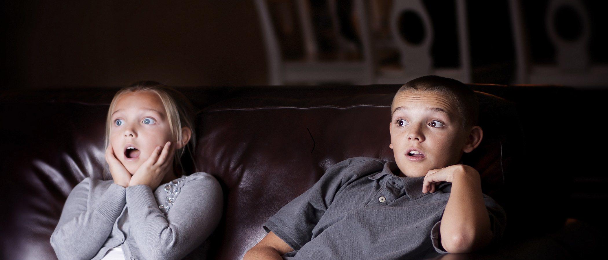 Cómo ayudar a los niños a lidiar con las películas de miedo