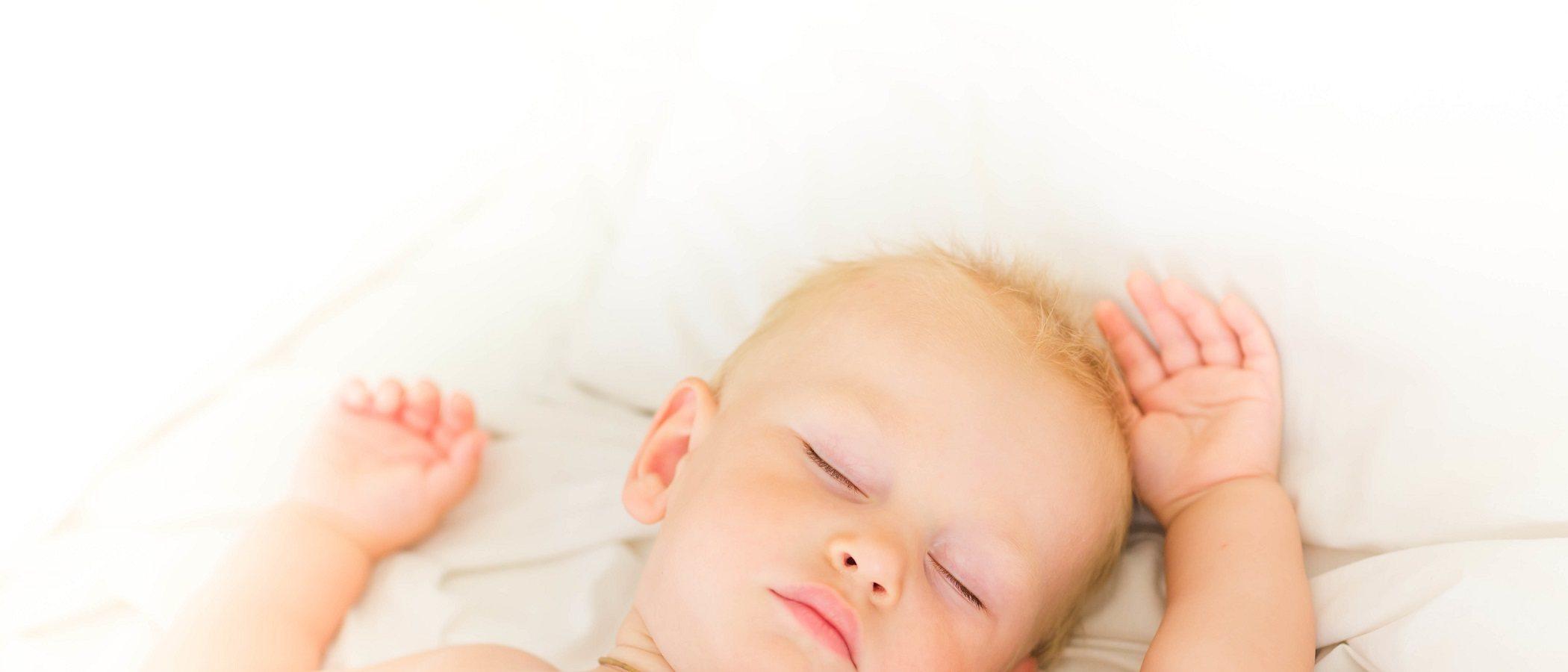 Cómo conseguir que un bebé de 18 meses duerma toda la noche