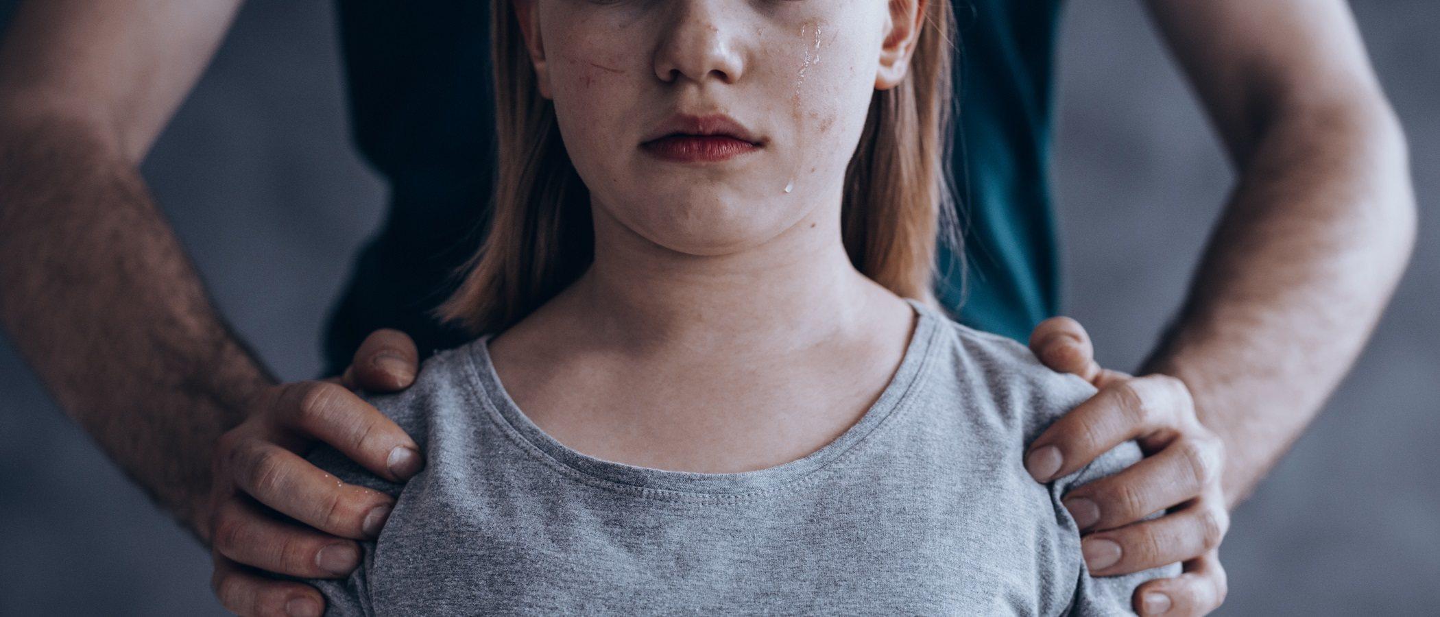 Cómo evitar el síndrome de hombros caídos en los niños