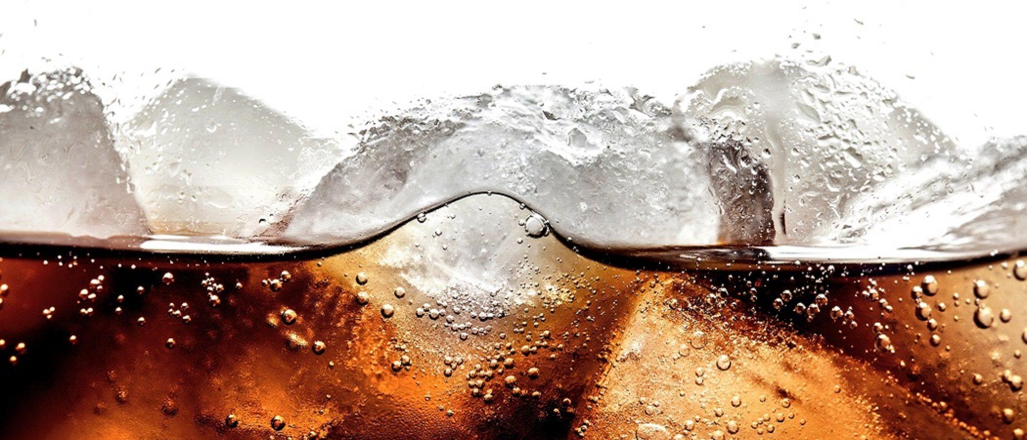 ¿Beber refrescos puede hacer que su hijo no nacido sea hiperactivo?
