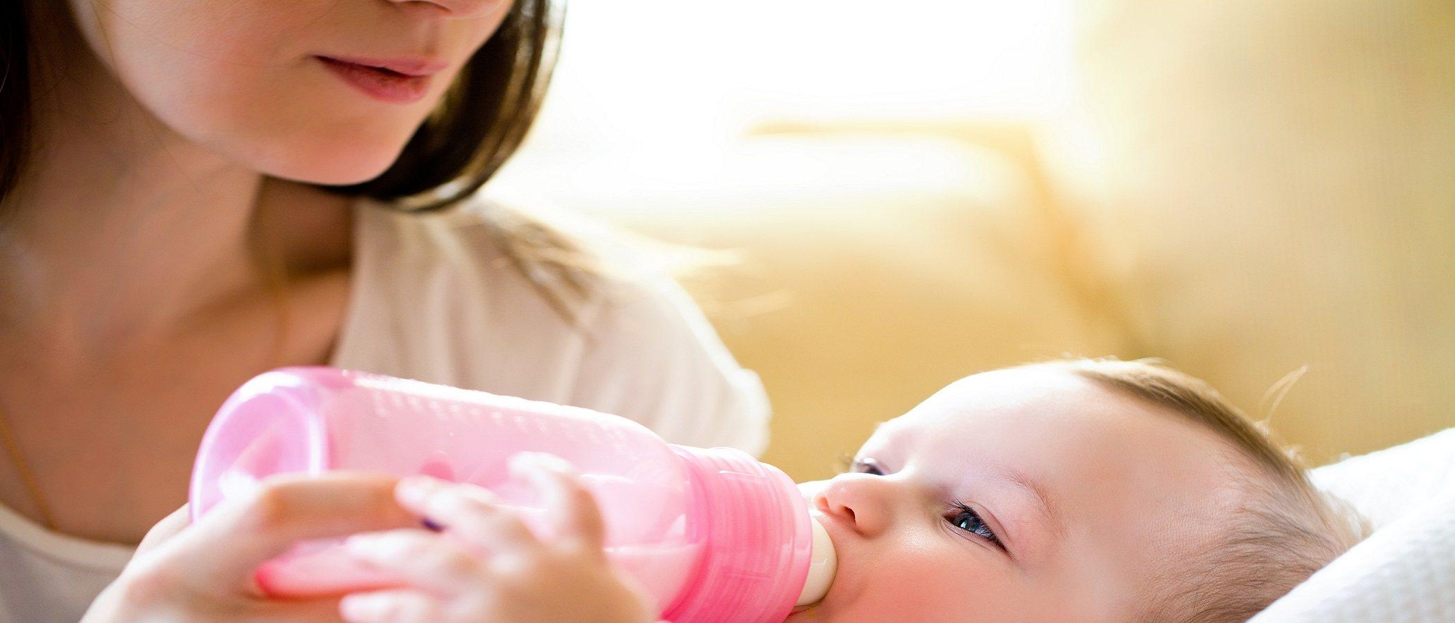 Peligros de que tu bebé tome demasiado tiempo con biberón
