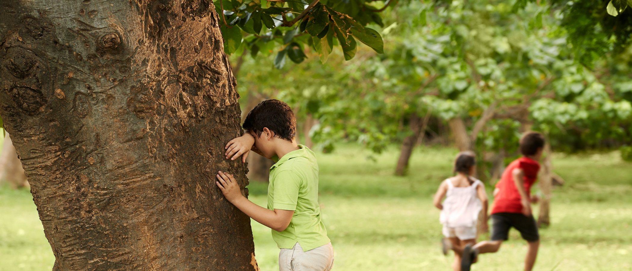 Por qué a los niños pequeños les encanta esconderse