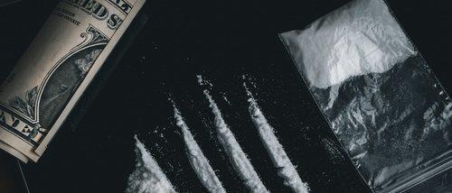 Qué fomenta el abuso de drogas en adolescentes
