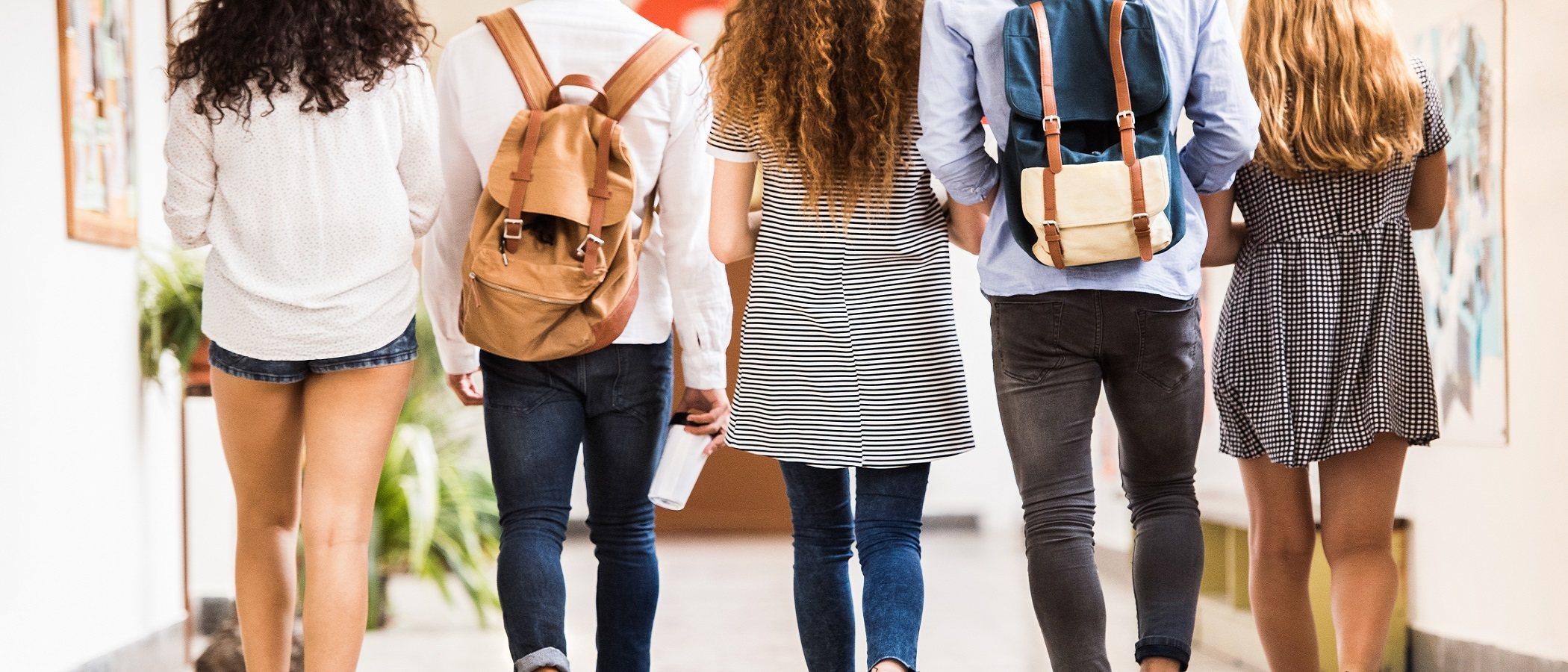 Identifica los efectos negativos de la presión de grupo adolescente