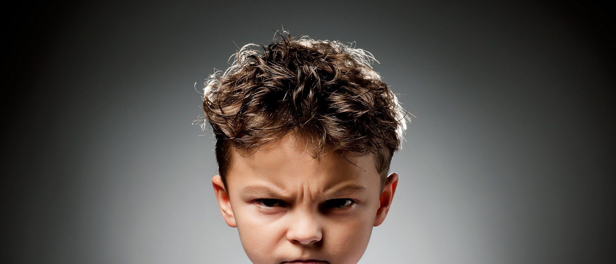 Cómo ayudar a los niños a controlar sus comportamientos negativos
