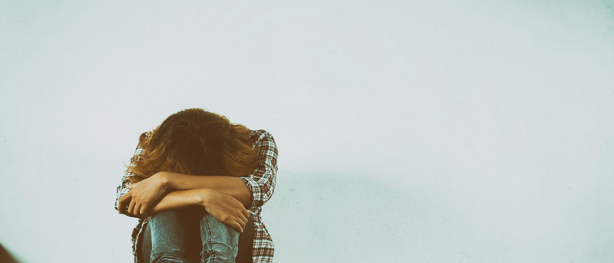 Ayudar a los adolescentes a superar el suicidio de un padre