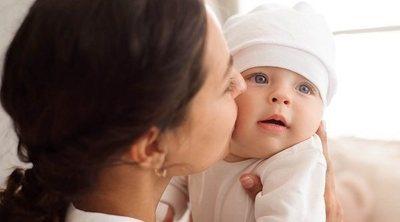 Por qué es bueno criar a los bebés en los brazos de los padres
