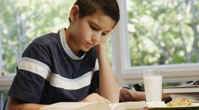 Mi hijo suspende, ¿debo contratar a un profesor particular para que apruebe?
