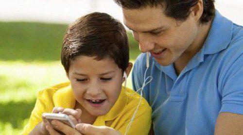 Controlar el móvil de tus hijos: ¿asalto a su privacidad?