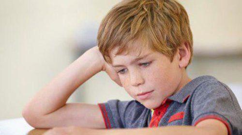 6 razones por las que tu hijo pequeño puede estar bajando su rendimiento escolar