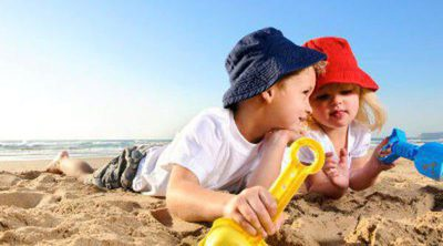 Castillos de arena y otros juegos infantiles para divertirse en la playa