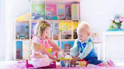 Mi hijo juega con muñecas, ¿es un signo de homosexualidad?