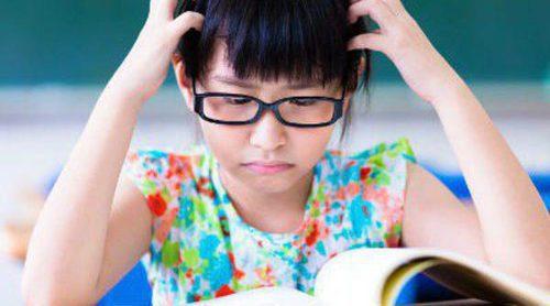 ¿Cómo ayudar a un niño con dislexia? Pautas para padres y profesores