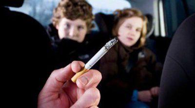 La regulación en distintos países sobre fumar en el coche cuando se viaja con niños