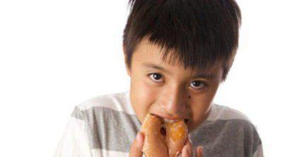 Niños ansiosos con la comida, ¿cómo ayudarles si comen de manera impulsiva?