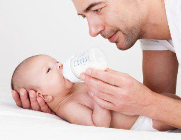 ¿Cuándo empezar a dar leche de vaca a un bebé? - Bekia Padres