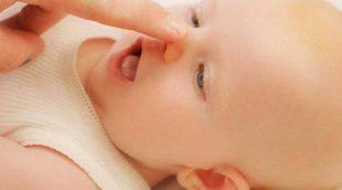 Cómo limpiar la nariz a un bebé
