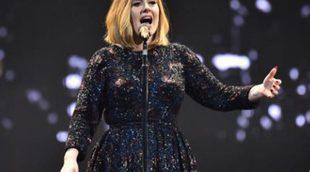 Adele se queja de la presión que reciben las madres para dar el pecho