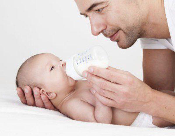 como calmar el reflujo de mi bebe